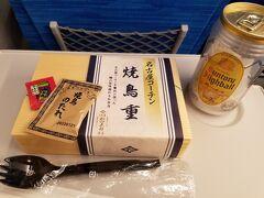 帰りは久しぶりに新幹線を利用したので、東京駅でお弁当購入。 急いでなかったので、焼き鳥のお店で 焼き鳥重を注文してみました。