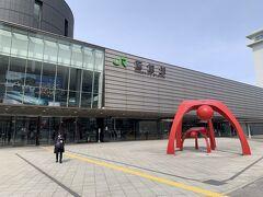 早速お出掛けしに外へ♪  昔出張で来た時は工事中だった函館駅。  とっても綺麗になっていました!