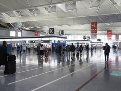 =4月6日(火曜日)=7:00 中部国際空港セントレア。人はそこそこ居ます。
