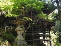 秩父札所第26番 円融寺奥の院の岩井堂 もともとはここが札所第26番だったそうです。 懸崖造りっていいですよね。