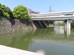 【清水濠】  東京国立近代美術館の最寄り駅は 東京メトロの東西線「竹橋」