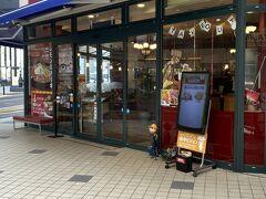 蜂の家発見。佐世保駅から20分くらいは歩きました。昭和23年創業のレストランでケーキとかも販売しています。