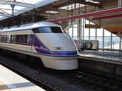 先ずは、東武栃木駅からスタート! 特急けごん7号に乗車します。