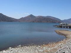 中禅寺湖沿いを歩きます。天気も良く、風もなく気持ちいいです~