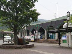 31<千頭駅> 千頭駅は、SLで有名な大井川鐵道本線とアプト式鉄道の井川線の接続駅。山中にありながら、なかなか洒落た感じの駅です。