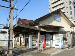 そして、次は、こちら。 停留場という言葉のイメージとしては立派な建物。  浜寺公園駅とは離れてはいますが、ほんのちょっとの距離で、道に迷うこともないと思われます。