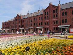 横浜赤レンガ倉庫 イベント『フラワーガーデン』。 花でグラデーションを演出されてます。キレイ。