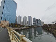 第二寝屋川にかかる新鴫野橋から大阪ビジネスパークエリア