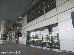 がらーんとして、ひと気のない国際線ターミナル。 こちらから、黒川温泉行のバスに乗ります。