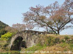 大窪橋  津留川の南側にあった大窪集落とを繋ぐために架けられた石橋です。上流側に車輛が渡れるコンクリート製の橋が架けられています。   大窪橋:https://kumamoto.guide/spots/detail/12148 動画:https://www2.nhk.or.jp/archives/michi/cgi/detail.cgi?dasID=D0004400210_00000
