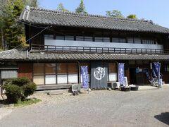 「旧渋沢邸「中の家(なかんち)」の隣りに「麺屋 忠兵衛 煮ぼうとう店」があります。古風な建物に惹かれ、ここで昼食をとることにしました。