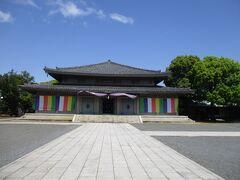本殿に本師釈迦牟尼仏坐像、四大菩薩立像、祖師像が祀られてます。