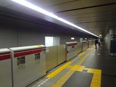 汐留駅まで1駅乗車します。