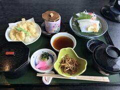 道の駅2階のレストラン「ぎんりん亭」のオープンは午前11時です。ほぼオープンと同時に入り、いか御膳(税込1700円、JAF会員証提示で5%引き)をいただきました。
