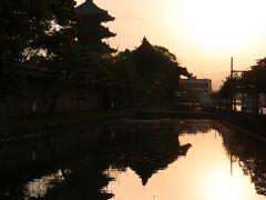 タイミング良く朝日が昇り、五重塔の美しいシルエット(*^^)v ご案内のおかげで神々しい瞬間に立ち会えました!