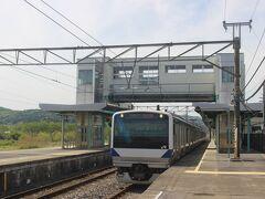 JR水戸線に乗って昼過ぎに笠間駅に到着。 水戸線は5両編成なのにワンマン運転です。 合理化しすぎのような・・・