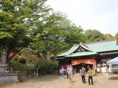 笠間稲荷神社から今日の目的であるつつじ公園へ。 駐車場の自転車を停めて、正福寺から登って行きます。 入園料は500円。