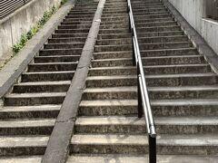 その前にちょっと寄り道。。。 ここの階段は通称お化け階段と言って上りと下りの階段数が1段異なるみたい。。 だぶん・・これがタネあかしだろうなぁ~と思う事があるのですが。。 機会があったら数えてみて下さい(^^;  あっ!くれぐれもご近所の方々のご迷惑にならないように静かに。。