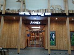 本日のお宿はドーミーイン札幌ANNEXです。 何と!道路の反対側にもソックリ同じ様なホテルがあるじゃないですか!