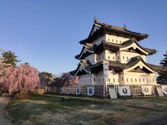 弘前城本丸。足が悪い同行者がいるので、天守閣には登らずに。