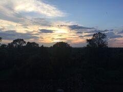 プレループからの夕日です。雲が邪魔していたのが残念です。雲がなければ、ジャングルが赤く染まっていたと思います