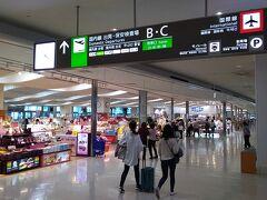 次のフライトまで時間があるため、沖縄那覇空港のターミナルビルをぶらぶらします。