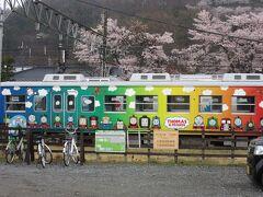 直ぐに電車に乗り、下吉田駅に。 機関車トーマスの絵がかわいらしい。