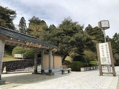小田原駅から路線バスで、芦ノ湖畔にある恩賜箱根公園へ。