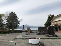 箱根町港の広場にある、箱根駅伝のモニュメント。