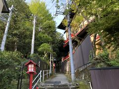 一夜明けて。。。 朝食前のお散歩。 ホテルのすぐ横にある熊野神社。温泉の守護社です。