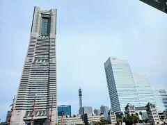 汽車道からみなとみらいを振り返って1枚。 ランドマークタワーとクイーンズの間に見える鉄塔は横浜メディアタワー。