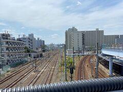 今回の慰霊旅のスタート。相鉄本線の西横浜駅の跨線橋です。 左がJRの東海道本線、右が相鉄本線。