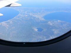 ハート形の湖は、宇曽利山湖。 湖畔の白っぽくなった場所は、恐山。  こうしてみると青森県は、その名の通り青々としている。