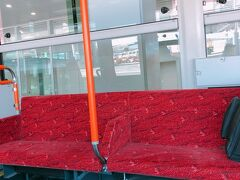 サテライトからの搭乗のためバス移動