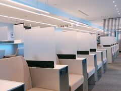 羽田空港で乗り継ぎ 少し時間があるので、ラウンジで休憩