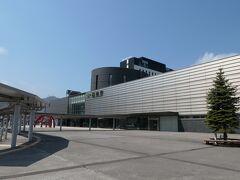 函館駅まで戻ってきました、数年ぶりかな?奇麗になってますね!