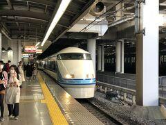 今回の旅は北千住駅からスタートです。 3/27(土)8:42発の東武特急『スペーシアけごん9号』東武日光行に乗車しました。 電車の車内は空席が目立ちました。