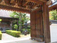 勝林寺。浄土真宗のお寺なので、像は親鸞上人でしょうか。