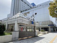 まずは秋田駅の中心的存在とも言える西武秋田店へ。 この周辺は西武系の店舗が連なっています。