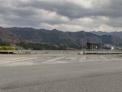 「談合坂下りSA内にある 高速野田尻バス停」10:00下車。 ここより5分程の野田尻宿に向います。