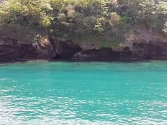 母島到着時に見えた石次郎海岸。お天気よくてとってもキレイでした!