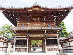 次に向かいます。立派な山門、大林寺です。 でも建物は意外に新しく、2008年(平成20年)建立です。