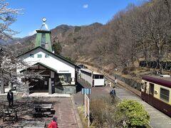 間藤駅にはちょっとした展望台があります。この写真はその展望台からの写真。 なかなかいい感じですね。