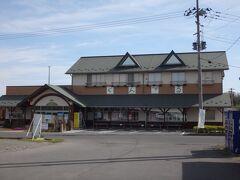 伊豆沼周辺の農産品や農場レストランを併設した施設「くんぺる」