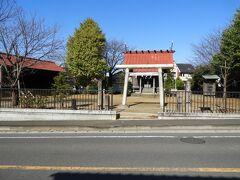 日枝神社の鳥居。  東海道新幹線のトンネルから10分ほど歩いたところにあります。