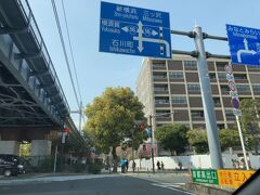 横浜横須賀道路(通称ヨコヨコ)から首都高湾岸線に入り、横浜公園ランプで下りたでしょうか。 むかし「みなとみらい」が工事中だったころ、市民だったこともあるんですが、道路も街も変わりすぎて、ついていけません(笑)。京急線で羽田空港の近くまで通勤していたんですよ。子供が小さいころ海の公園とかよく行きました。  で、最近は墓参の後、元気な時は、幸浦のコストコに寄ったり、ベイサイドのアウトレットに寄ったりするのですが、もうすでに渋滞疲れです(苦笑)。
