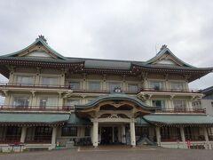 最後の立ち寄りスポットは、びわ湖大津館。 1934年(昭和9年)、外国人観光客の誘致を目的に県内初の国際観光ホテルとして建築された建物(旧琵琶湖ホテル本館)をリニューアル活用した大津市の文化施設です。