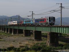 宇和海4号を撮影していたら、松山市駅付近で朝の通勤ラッシュによる渋滞に巻き込まれて伊予灘ものがたり大洲編発車1分前にホームへ到着する有様
