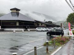13<道の駅  川根温泉> 川根温泉ホテルのすぐ横は「道の駅 川根温泉」。ここも、SLが見られる日帰り温泉として人気。実は、こっちの方が、鉄橋を渡る迫力あるSLや列車を間近で見ることができます。