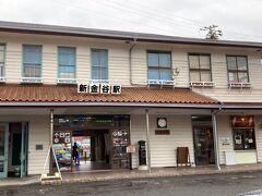 34<新金谷駅> ここは、大井川鐵道のメインステーションである「新金谷駅」。この風情ある木造2階建ての駅は、大正から昭和初期に建てられ、国の有形文化財に登録されています。懐かしい昭和の香りがプンプンするなぁ。